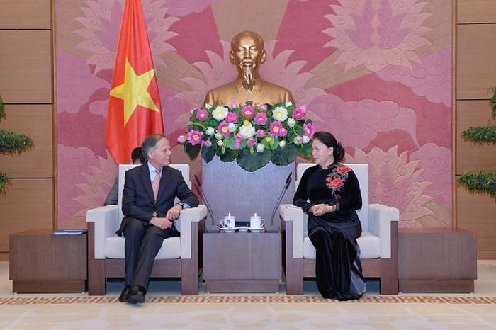 National Assembly Chairwoman Nguyen Thi Kim Ngan and Minister Enzo Moavero Milanesi at the meeting.