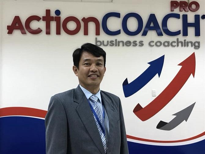 Diễn giả Henry Ngô Quốc Hưng, nhà huấn luyện doanh nghiệp quốc tế đến từ Tổ chức huấn luyện doanh nghiệp toàn cầu ActionCOACH sẽ tham gia đào tạo cho các Hội viên Hiệp hội Doanh nghiệp tỉnh Lâm Đồng (Ảnh: VH)