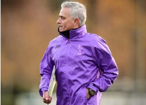 """Mourinho nhận """"trái đắng"""" ngay sau khi trở thành HLV Tottenham"""