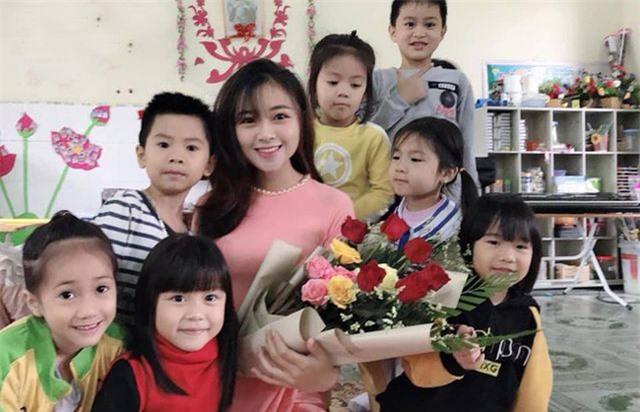 Cô giáo mầm non xinh đẹp bị đồn yêu Phan Văn Đức là ai? - 2