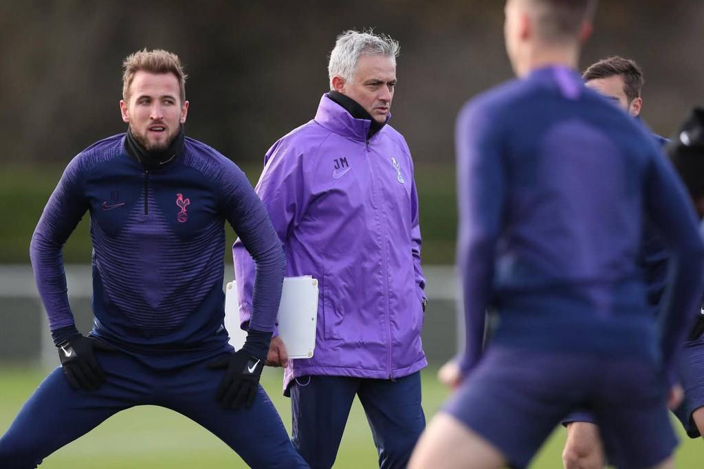 Mourinho khen ngợi Harry Kane trong ngày đầu tiếp quản Tottenham. Ảnh: Internet