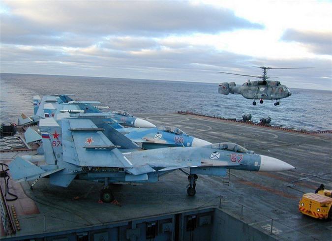 Phi cong Su-33, Su-25UTG Nga buoc phai tap luyen tren tau san bay cu hong?-Hinh-11