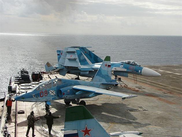 Phi cong Su-33, Su-25UTG Nga buoc phai tap luyen tren tau san bay cu hong?-Hinh-12