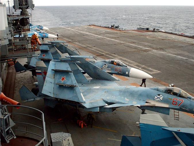 Phi cong Su-33, Su-25UTG Nga buoc phai tap luyen tren tau san bay cu hong?-Hinh-13