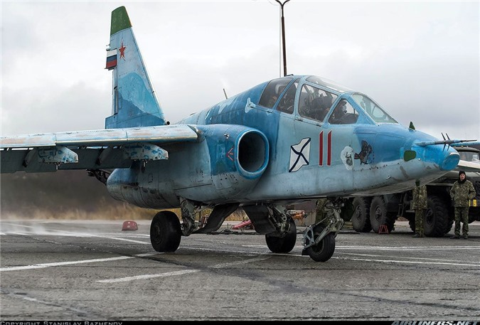 Phi cong Su-33, Su-25UTG Nga buoc phai tap luyen tren tau san bay cu hong?-Hinh-14