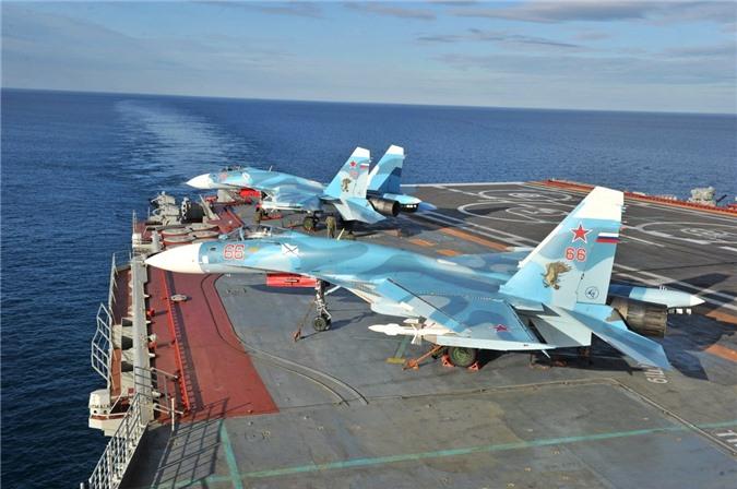 Phi cong Su-33, Su-25UTG Nga buoc phai tap luyen tren tau san bay cu hong?-Hinh-15