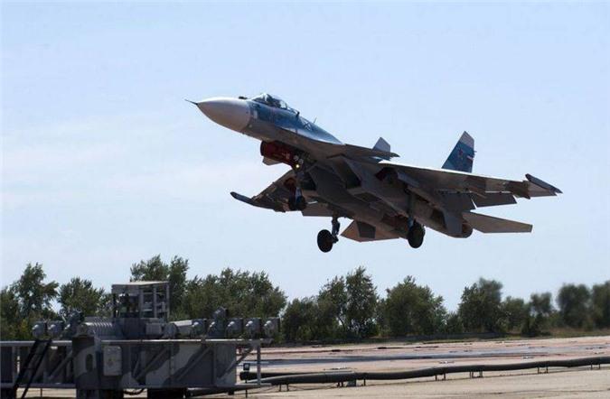 Phi cong Su-33, Su-25UTG Nga buoc phai tap luyen tren tau san bay cu hong?-Hinh-6