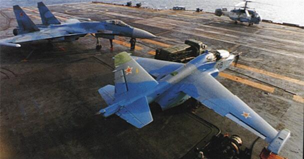 Phi cong Su-33, Su-25UTG Nga buoc phai tap luyen tren tau san bay cu hong?-Hinh-8