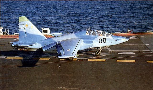 Phi cong Su-33, Su-25UTG Nga buoc phai tap luyen tren tau san bay cu hong?-Hinh-9