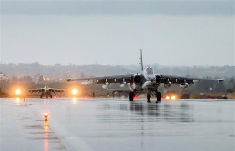 Su-25 san sang doi bom neu luc luong quan canh Nga bi tan cong-Hinh-10