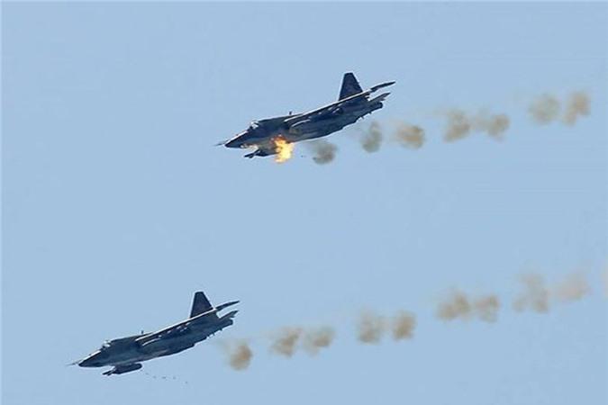 Su-25 san sang doi bom neu luc luong quan canh Nga bi tan cong-Hinh-11