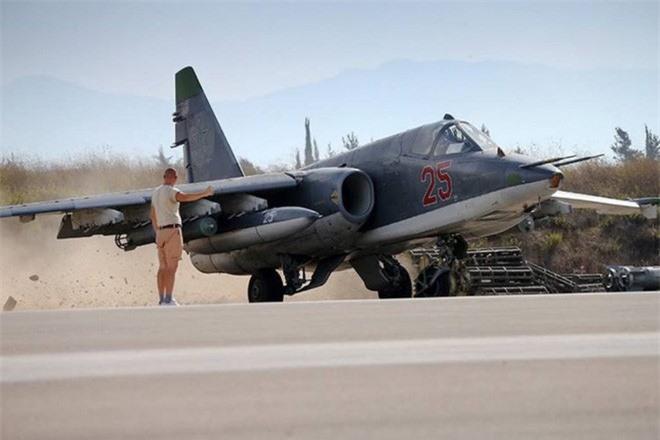 Su-25 san sang doi bom neu luc luong quan canh Nga bi tan cong-Hinh-16