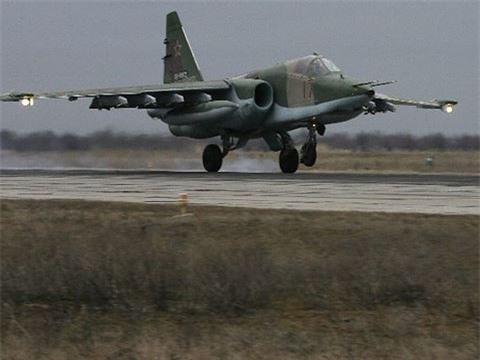 Su-25 san sang doi bom neu luc luong quan canh Nga bi tan cong-Hinh-18