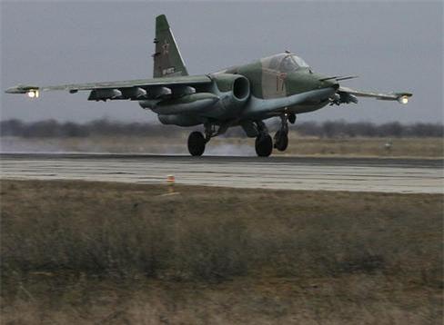 Su-25 san sang doi bom neu luc luong quan canh Nga bi tan cong-Hinh-4