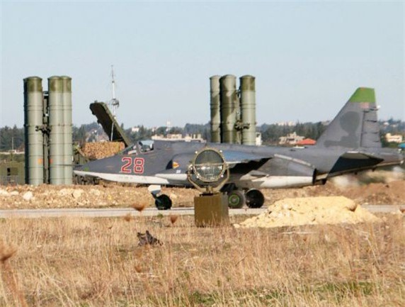Su-25 san sang doi bom neu luc luong quan canh Nga bi tan cong-Hinh-9