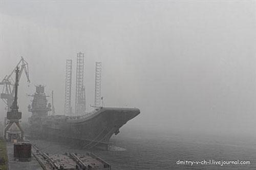 Hiện tại tàu sân bay duy nhất của hải quân Nga (còn gọi là tuần dương hạm hạng nặng) Đô đốc Kuznetsov vẫn đang nằm tại nhà máy sửa chữa tàu biển ở Murmansk.