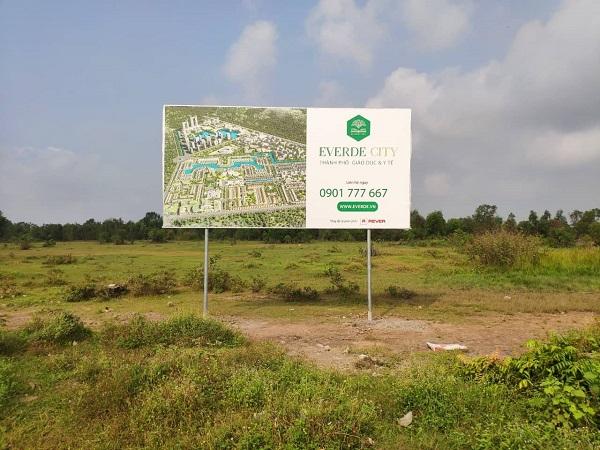 Bảng quảng cáo dự án Everde City tại huyện Đức Hòa (Ảnh: AD)