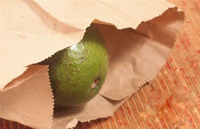 Túi giấy là vật liệu lý tưởng để ủ chín trái cây.