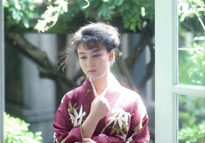 Bất ngờ với mỹ nhân AV Nhật Bản có nhan sắc thời trẻ giống hệt Địch Lệ Nhiệt Ba với 1001 khoảnh khắc bắt lú - Ảnh 6.