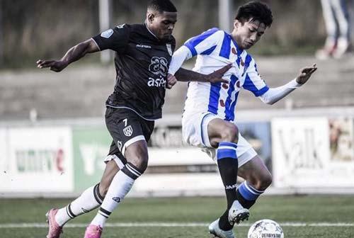 Văn Hậu và các cầu thủ giải Hà Lan 'đình công' phản đối phân biệt chủng tộc.