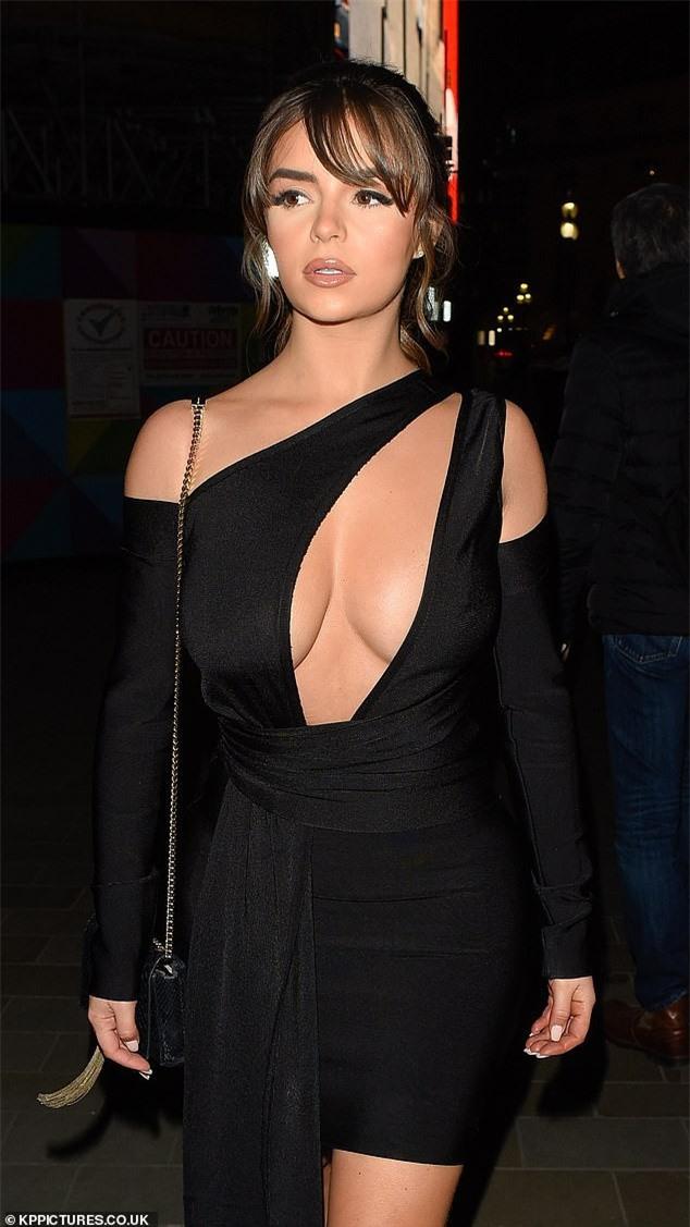 Demi Rose 'thả rông' xuống phố sau khi bị chê bai kỹ năng catwalk - ảnh 2