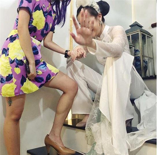 Hotgirl Mie Nguyễn khoe ảnh lung linh ngày ăn hỏi nhưng đáng chú ý nhất là bức ảnh chụp lại thần thái cô nàng trước giờ lên xe hoa - Ảnh 1.