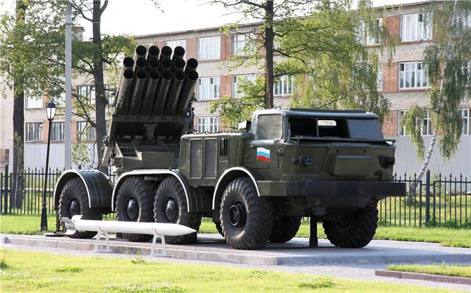 Houthi dung phao phan luc BM-27 na mua dan lam dong minh My khiep via-Hinh-10