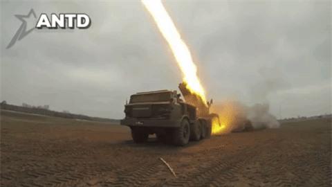 Houthi dung phao phan luc BM-27 na mua dan lam dong minh My khiep via-Hinh-15