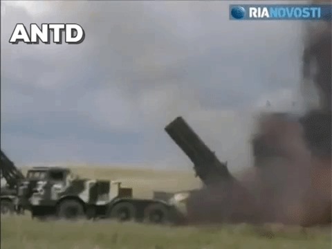 Houthi dung phao phan luc BM-27 na mua dan lam dong minh My khiep via-Hinh-17