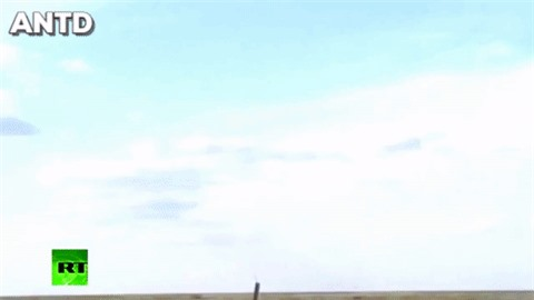 Houthi dung phao phan luc BM-27 na mua dan lam dong minh My khiep via-Hinh-18
