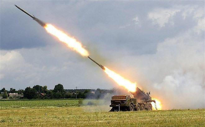 Houthi dung phao phan luc BM-27 na mua dan lam dong minh My khiep via-Hinh-22