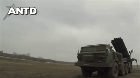 Houthi dung phao phan luc BM-27 na mua dan lam dong minh My khiep via-Hinh-3
