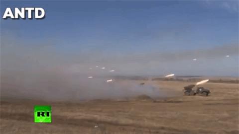 Houthi dung phao phan luc BM-27 na mua dan lam dong minh My khiep via-Hinh-6