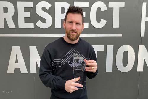 Messi đoạt danh hiệu Tiền đạo xuất sắc nhất năm 2019. Ảnh: ESPN