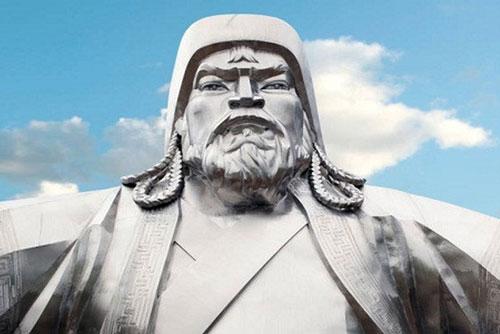 Thành Cát Tư Hãn nổi tiếng với đội quân Mông Cổ tinh nhuệ, thiện chiến. Lực lượng quân sự này cùng nhà sáng lập đế chế Mông Cổ chinh phạt nhiều vùng lãnh thổ ở châu Á và châu Âu.