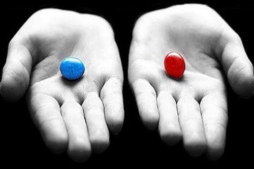Người mù đã làm cách nào để uống đúng 2 viên thuốc có màu khác nhau?