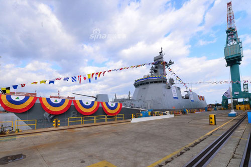 Hôm thứ hai vừa rồi, Hàn Quốc đã cho hạ thuỷ khinh hạm mới nhất của nước này được đóng theo lớp Daegu. Đây là khinh hạm thứ ba của Hàn Quốc được đóng theo lớp Daegu và là chiếc thứ hai đang được Hàn Quốc hoàn thiện. Nguồn ảnh: Chosul.