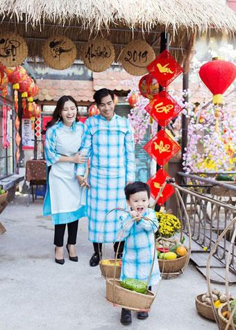 Mới đây, Ngọc Lan - Thanh Bình tuyên bố thông tin ly hôn sau 3 năm chung sống. Cả hai hiện là bạn và cùng nhau chăm sóc con trai.