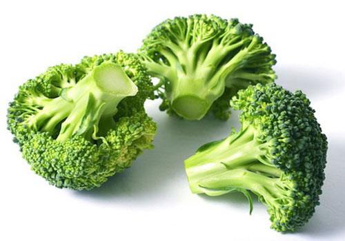 Hãy chắc chắn rằng bữa ăn của bạn có ít nhất 1-2 loại rau xanh như rau bina, bông cải xanh và cải xoăn. Ảnh: Internet