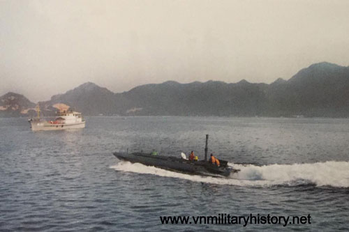 Loại tàu bán ngầm được Việt Nam mua của Triều Tiên từ những năm 1990 này từng được Hải quân Việt Nam sử dụng để làm phương tiện huấn luyện cho thuỷ thủ tàu ngầm và làm phương tiện chở đặc công người nhái áp sát mục tiêu trên biển. Nguồn ảnh: VNmilitary.