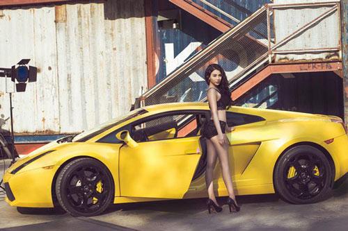 Hot girl Linh Miu nóng bỏng bên Lamborghini Gallardo.