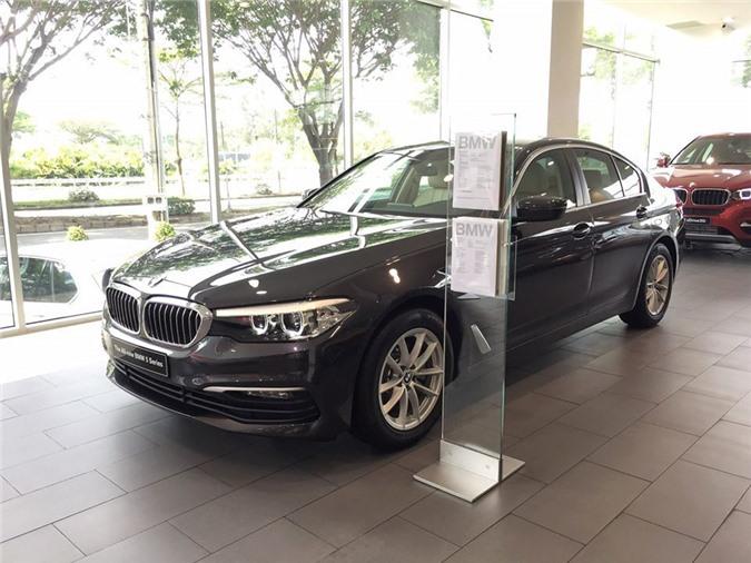 BMW 5-Series với phiên bản 520i.