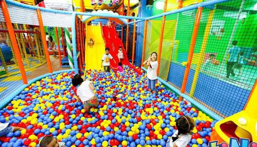Việt Nam hiện có khoảng 25 triệu trẻ em, đây chính là thị trường lợi nhuận màu mỡ cho các doanh nghiệp cung cấp dịch vụ vui chơi thiếu nhi (Nguồn ảnh: Internet)