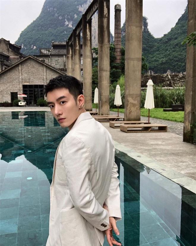 Lo nhan sac that cua hot boy mang, lay anh nguoi khac de di tha thinh-Hinh-4