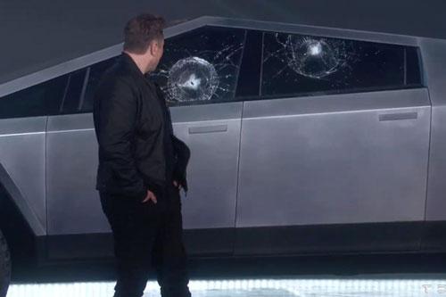 Elon Musk và Tesla Cybertruck.