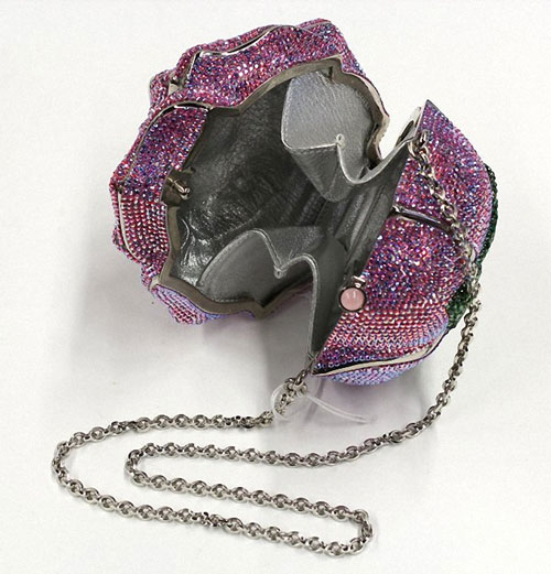 7. Túi Judith Leiber Precious Rose – Trị giá 92.000 USD.