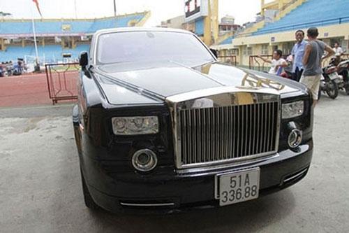 Bầu Kiên sở hữu siêu xe Phantom Rồng trị giá 40 tỷ.
