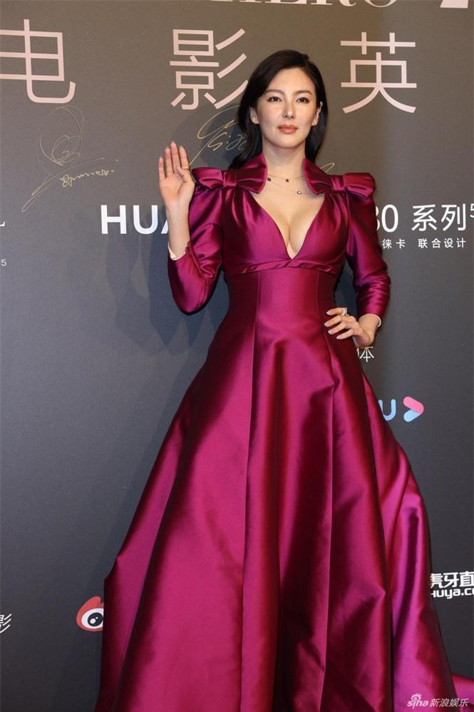 Người đẹp phim 'Mỹ nhân ngư' Trương Vũ Kỳ mặc đầm khoét sâu vòng 1 - ảnh 1