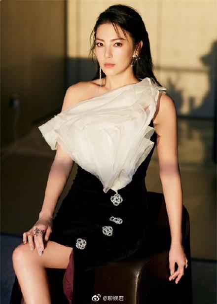 Người đẹp phim 'Mỹ nhân ngư' Trương Vũ Kỳ mặc đầm khoét sâu vòng 1 - ảnh 10