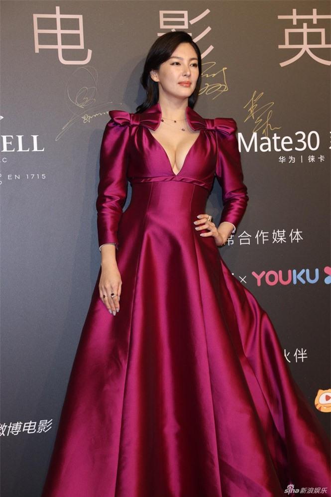 Người đẹp phim 'Mỹ nhân ngư' Trương Vũ Kỳ mặc đầm khoét sâu vòng 1 - ảnh 2